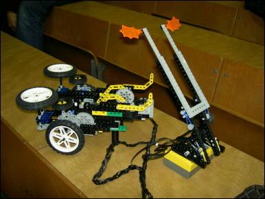 http://yakushi.shinshu-u.ac.jp/robotics-photo/2006-02-07/pict0246_Medium.jpg