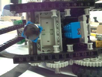 100%, ロボット下面2(光センサーの位置)