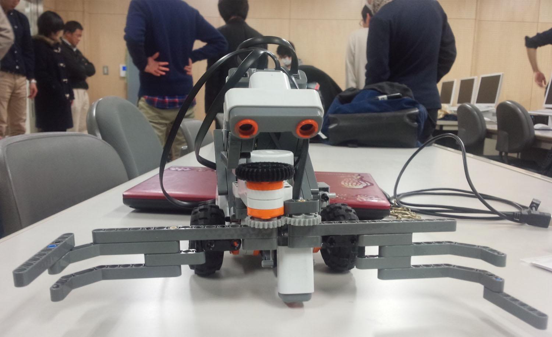 ボールをゴールまでもっていくロボット