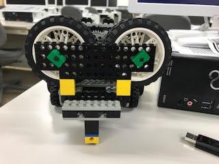 正面からみたロボット