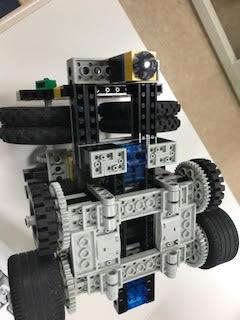 裏から見たロボット