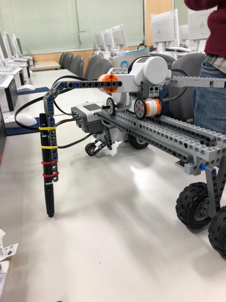 モータCで動くロボット