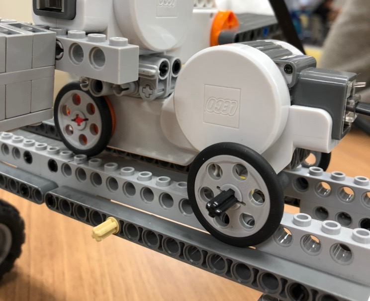 モータBで動くロボット